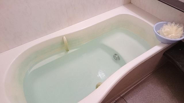 湯船に浸かり体を温めると、体温が下がっていく時に自然と眠気を感じ良質な睡眠を得ることができる。