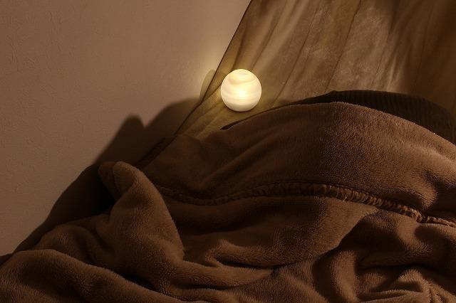 寝る前にナイトアイボーテを塗れば翌朝には二重がクセ付くんです。1か月も継続すれば塗らなくても二重まぶたをキープできるかも。