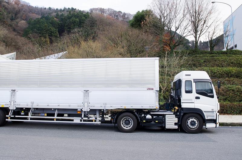 トラックを高く売却するためにはちょっとしたコツがあります。とても簡単な方法なのですが、知らずに売ってしまうと数十万円も損をしてしまうことにもなってしまうので注意が必要です。