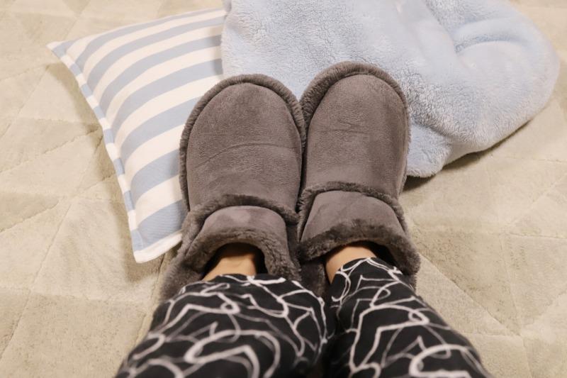 入浴後は寝るまでの間、足が冷えないようにルームブーツで保温しましょう。