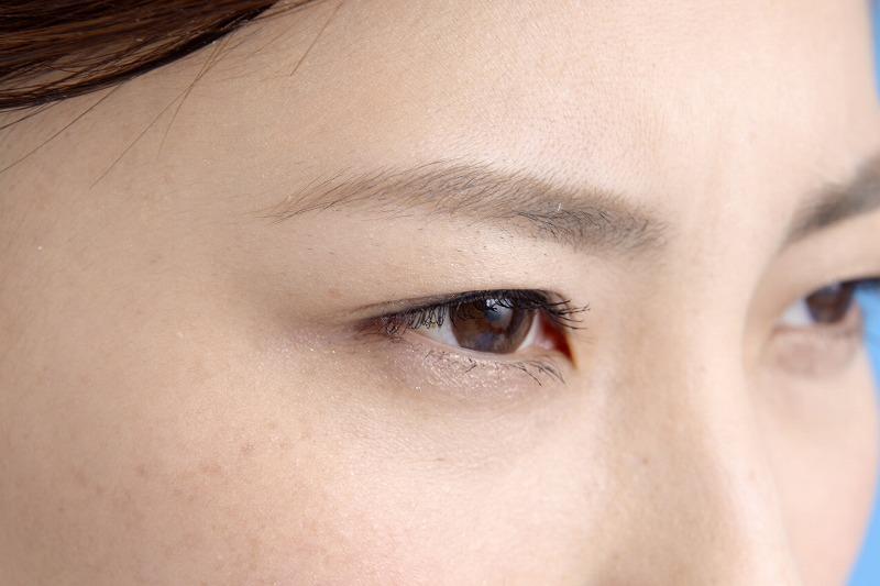 抜き過ぎて生えてこなくなった眉毛を再生する方法をご紹介します。