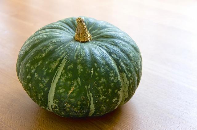 比較的カロリーが高い野菜ですが、それ以上に美容効果が期待できるので積極的に摂取したいのがカボチャです。