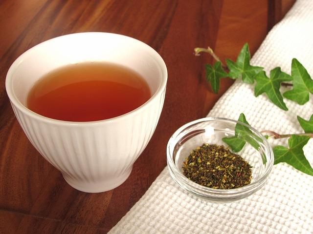 奇跡のお茶とも呼ばれるルイボスティーは、美肌の維持に役立つ成分が豊富に含まれています。