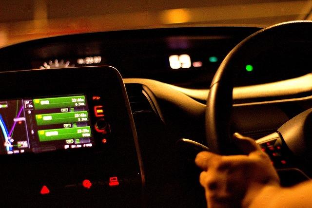煽り運転を対策できるアイテムはドライブレコーダーだけだと思っていませんか?じつは、もっと低価格で後続車の煽り運転を躊躇させ予防できるアイテムがあるんです。そのリーズナブルで効果が高い煽り運転予防グッズとは?