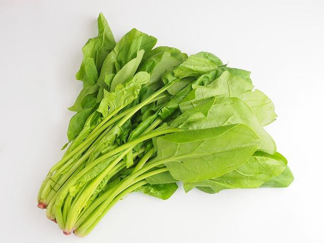 お肌の潤いを保つのに有効なほうれん草は、女性の美肌を保つためにも重宝される野菜です。