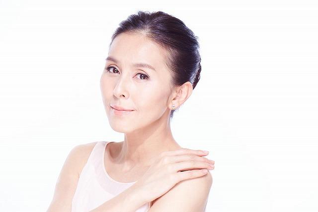 ララルーチュRFは、杉本彩さんが開発の段階からプロデュースしている有名なEMS機能を強化した美顔器です。