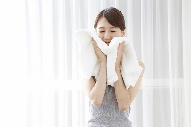 蒸しタオルを使用するタイミングは、クレンジングと洗顔の間が一番良いのです。