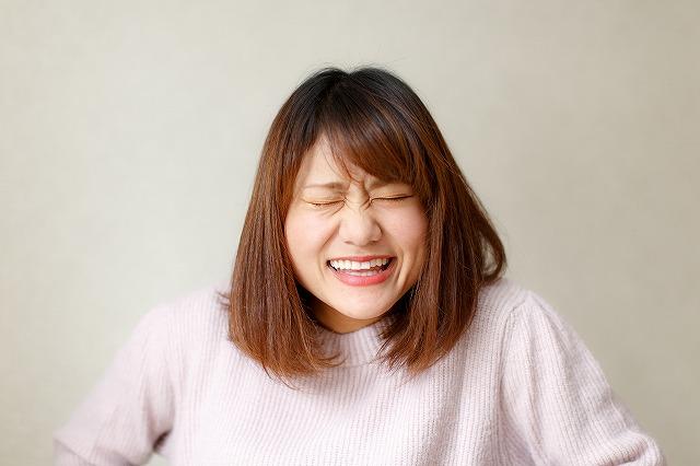 変顔を作って表情筋を引き上げるエクササイズにはデメリットがたくさんあるので注意が必要です。