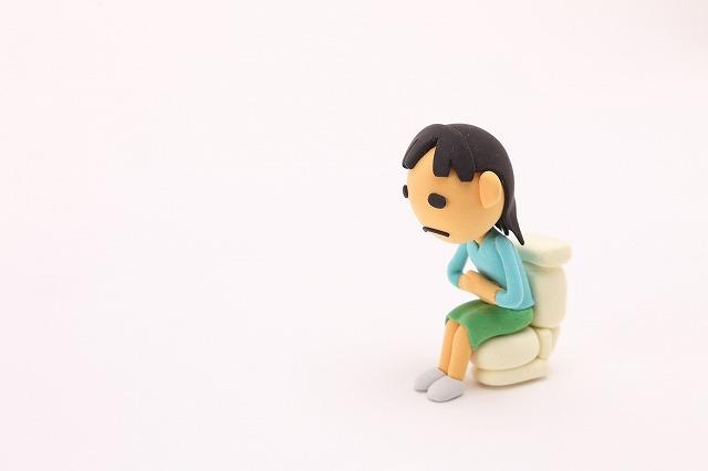 花粉症薬の副作用には便秘の症状もあります。なので、お通じが滞っているタイミングでは花粉症薬の服用は控えたほうが良いかもしれませんね。