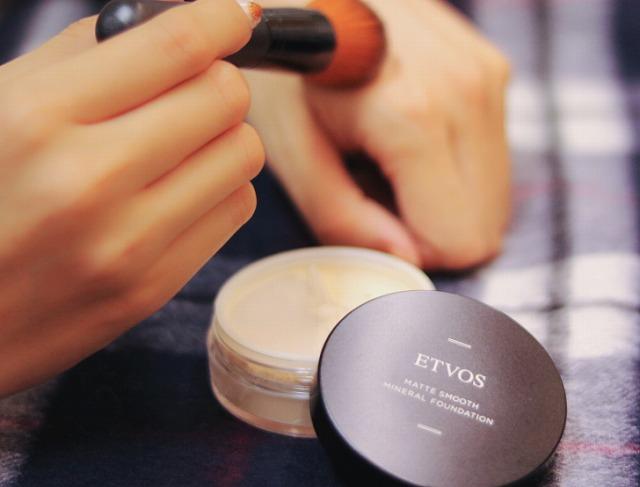 赤ら顔を隠す際に用いるファンデーションは、カバー力が高い良質なものを選択することが大切です。