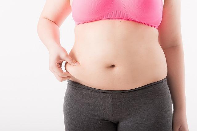 骨盤が前の方に反っていると内蔵を圧迫してしまいポッコリとしたお腹の幼児体型になりやすいのです。