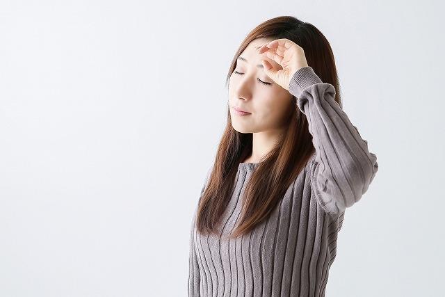 疲れ顔のもっとも大きな原因は、顔のたるみにあります。顔のたるみは表情筋の衰えが原因なので、この表情筋の衰えを改善すれば疲れ顔からも脱出することが可能です。