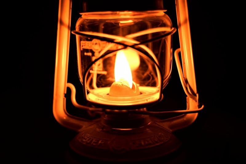 停電時に明かりを確保する工夫3選!身近なものですぐできる!