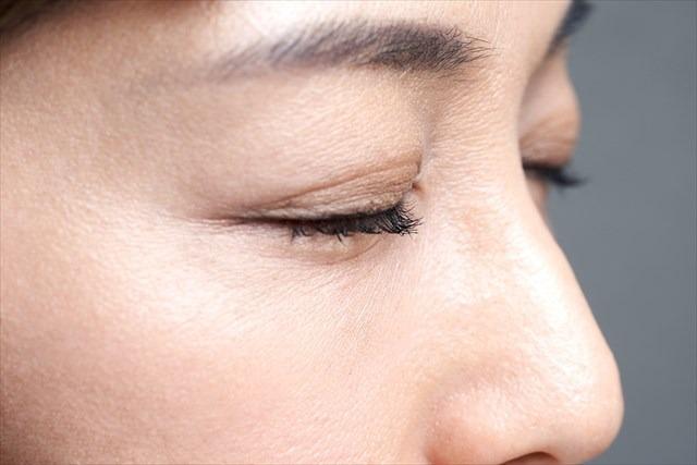 顔の産毛処理していますか?顔の産毛は美容成分の浸透やメイクアップ化粧品の邪魔になるのでしっかりと処理することが大切です。