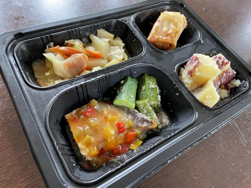 まごころケア食のメバルの彩り中華ソース弁当をレンジで加熱後に撮影した。