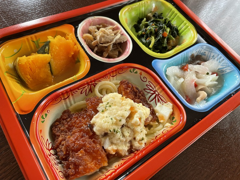 食宅便のたんぱくケア「タルタルのチキン南蛮」をレンジで加熱後に撮影した画像