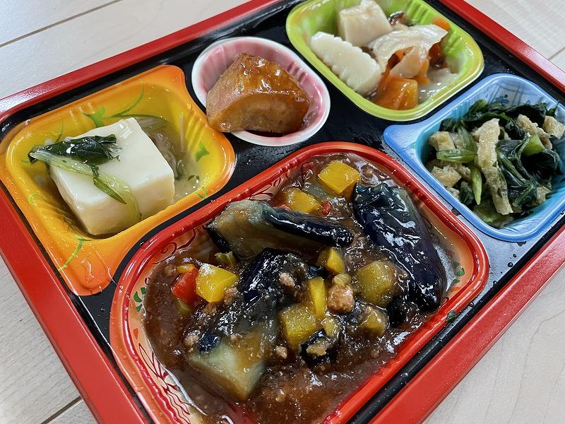 食宅便(食卓便)麻婆茄子弁当をレンジで加熱後に撮影した画像